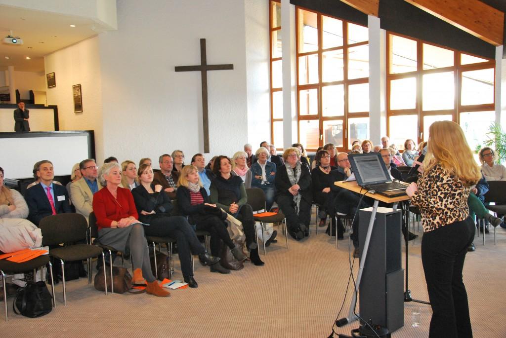 Dr. Vera Gerling, Geschäftsführerin der GER.-On Consult & Research, führte die Teilnehmer ins Thema der Fachtagung ein.